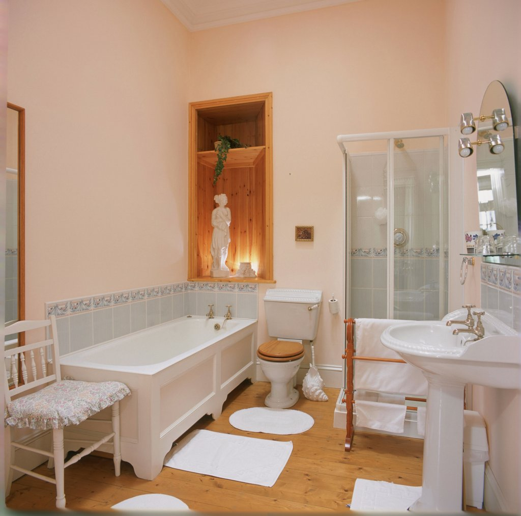 Castle Bedroom - Lisheen castle accommodation