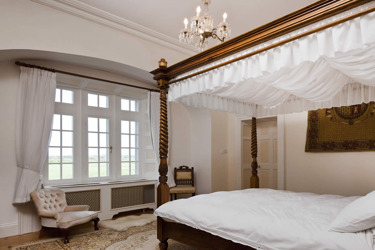 Luxurious Castle Bedroom - vacation rental