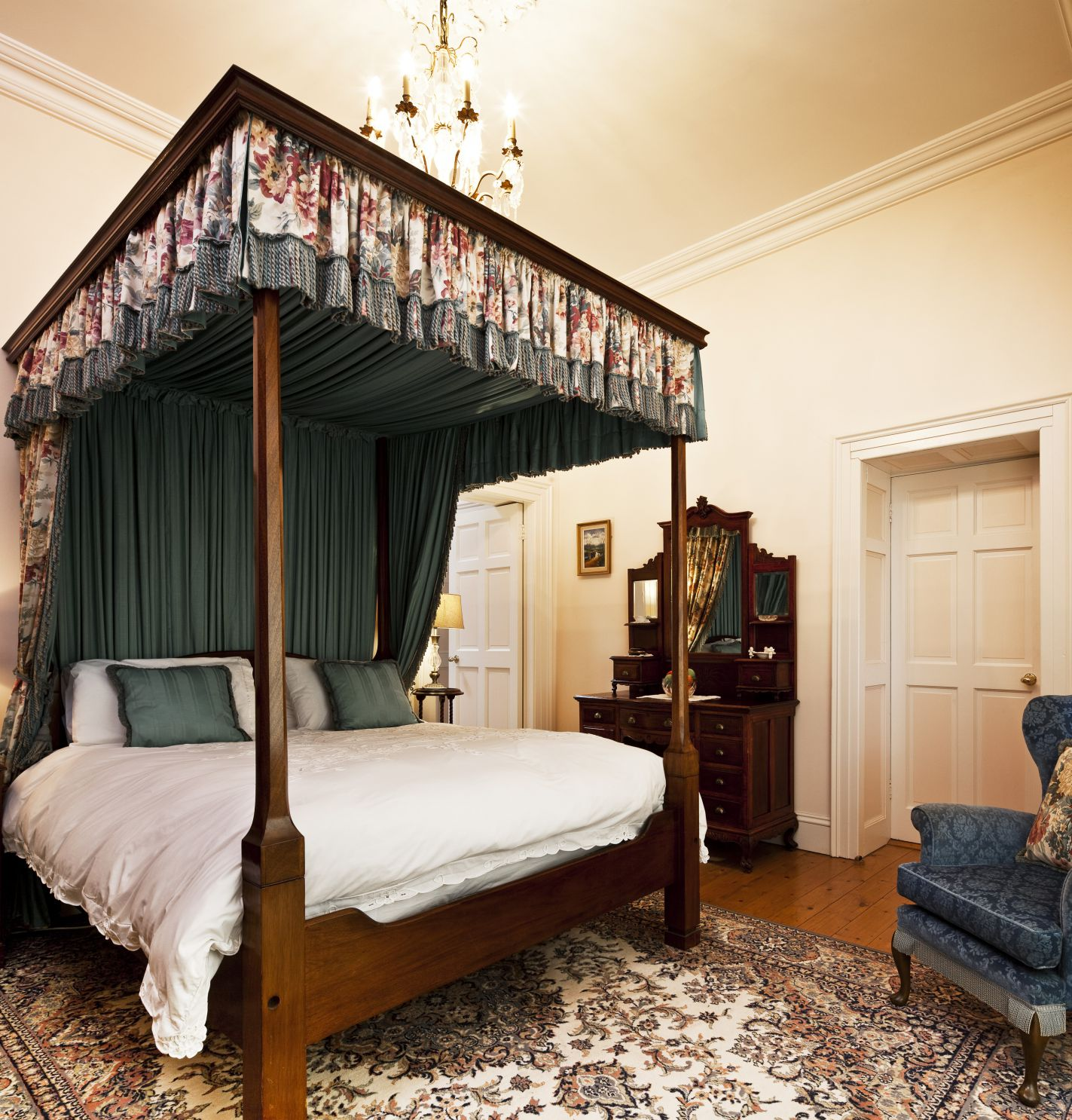 four poster bed - luxury castle accommodation