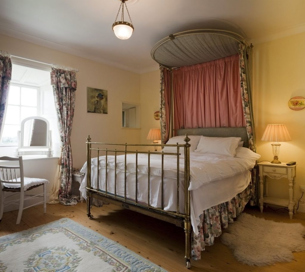 Thurles Bedroom Irish Castle Accommodation Young Lady