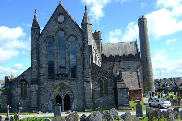 St. Canice's Cathedral | Image by By Santista1982 - Own work, Public Domain, https://commons.wikimedia.org/w/index.php?curid=3023416